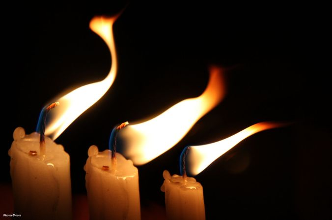 Candles_flame_in_the_wind-other.jpg